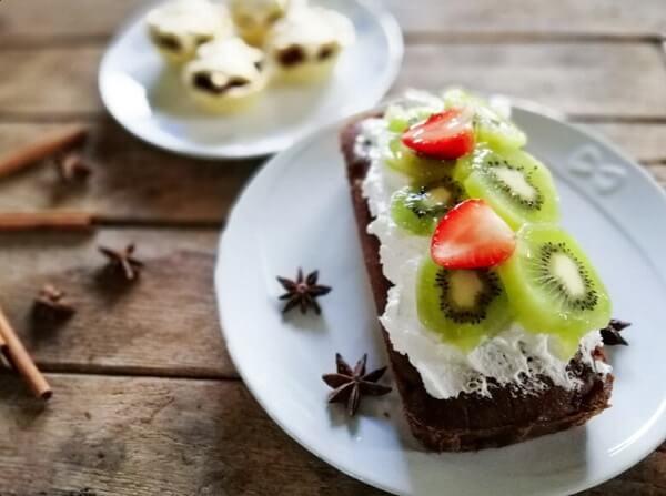 Hình ảnh bánh kiwi với kem dừa