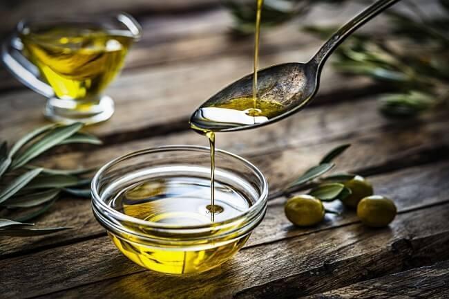 Người bệnh gout có thể sử dụng dầu oliu cho chế độ ăn hàng ngày