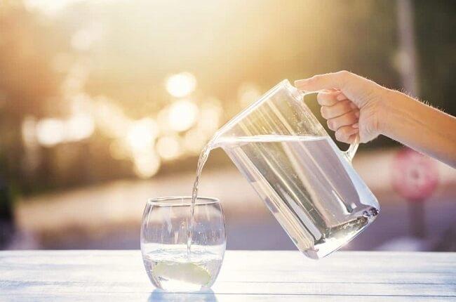 Uống đủ nước giúp tăng đào thải acid uric