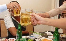 Bia, rượu làm tăng nguy cơ mắc bệnh gút