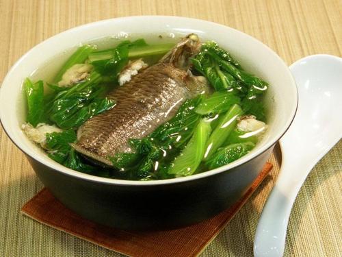 Canh cá rô đồng nấu cải bẹ xanh – món ngon cho người bệnh gout